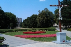 Park pred kostolom